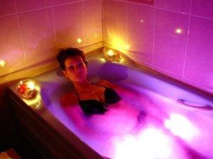 Гидромассажная ванна - гидрохромотерапия