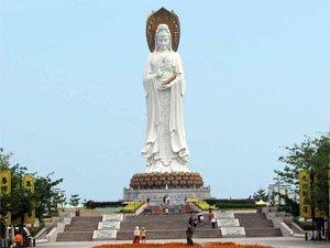 Гигантская статуя нефритового Будды в Аньшан