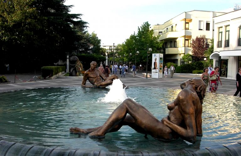 abano terme hindu singles Viale delle terme 23, 35031 abano terme, italy – great location - show map after booking, all of the property's details, including telephone and address, are provided in your booking confirmation and your account.