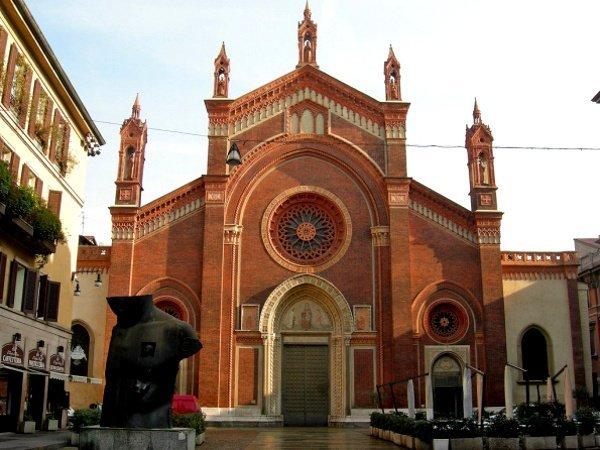 На фото древняя церковь города Монтекатини Терме