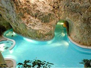 Мишкольц-Тапольца - известный курорт в Вегрии