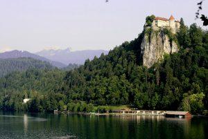 Фото замка на курорте Добрна в Словении